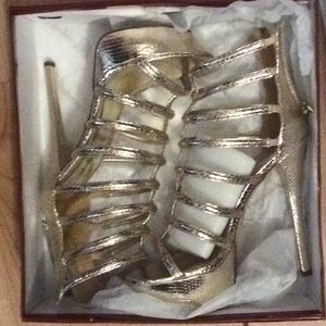 BRAND NEW IN THE BOX GOLD BRECKELLE'S 6 INCH HEELS